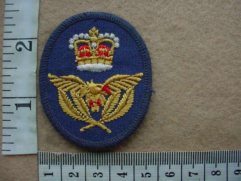 8207 RAF cap badge (Ref  RAF)